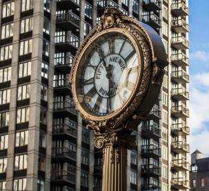 5th Ave clock