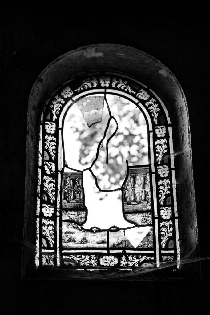 Pere Lachaise impressions - broken window