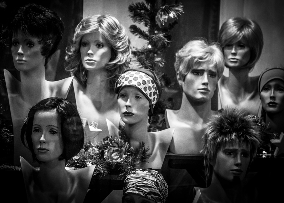 B&W shot of dummies in window display