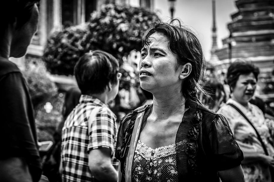 B&W street shot of Thai girl in Bangkok